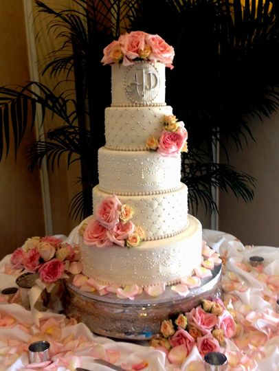 800x800 1402681975744 spanish lace weddingcake thecakezone lakewoodranch