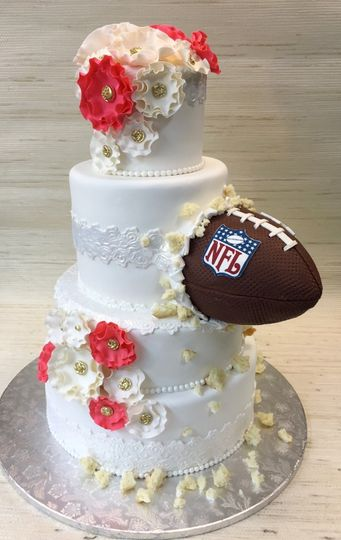 800x800 1442058618747 weddingcakegroomscake football thecakezone