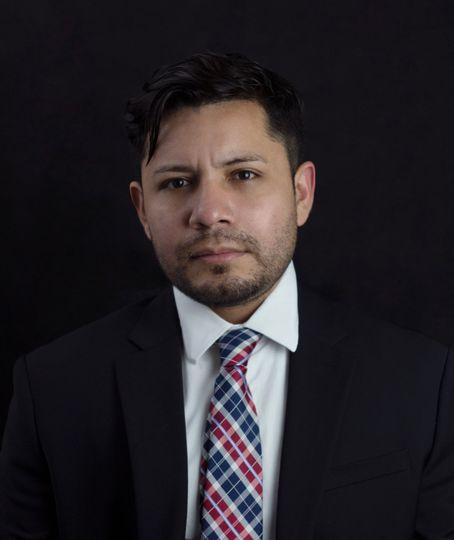 Wedding officiant Mauricio