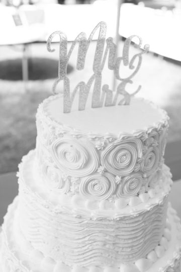 Cake and its details. Mr & Mrs