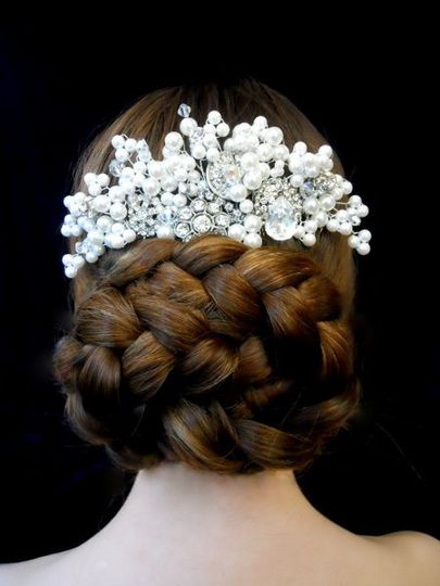 """Pearl and crystal hand wired head piece on a 4"""" metal hair comb"""