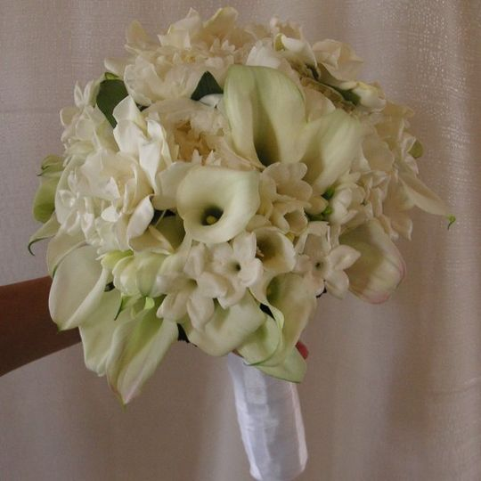 800x800 1241642911359 whitebouquet