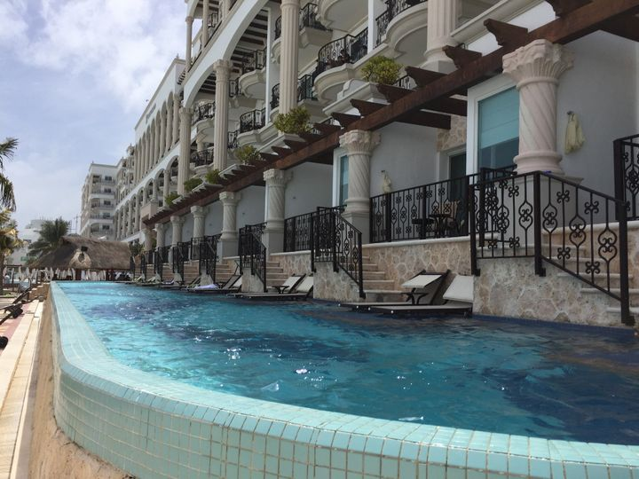 Hotel Zilara Cancun swim ups