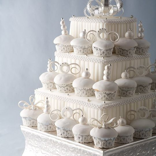 weddingcupcakeswhitestandwhitecakes