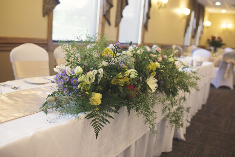 Wedding table floral decoration