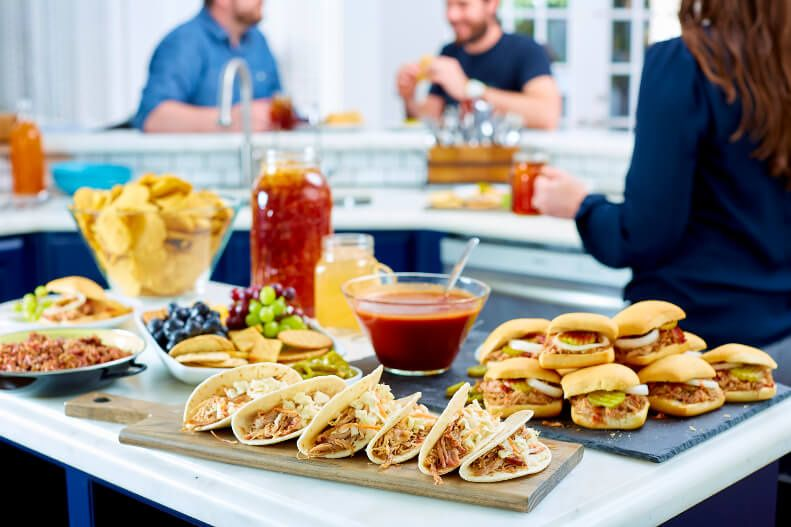Hors d'oeuvres: tacos & slider