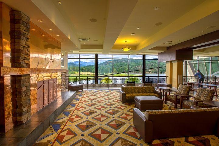 Lounge Area - Lobby