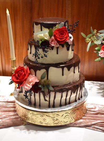 4036211af2537a3f 1539529545 7e32ab98f24e6726 1539529542765 4 drip wedding cake