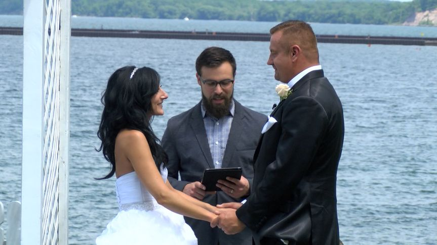 Saying their vows at sodus lighthouse