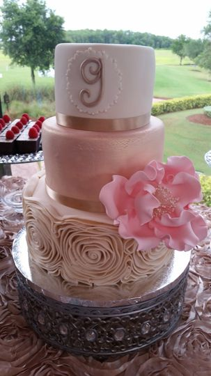 3-tier cake with varying tiers