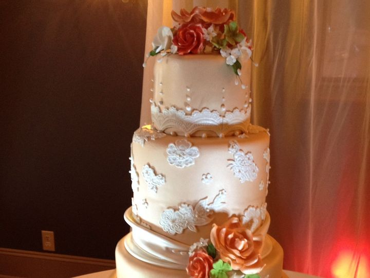 Tmx 1534453179 Ace0e75c68ccb41e 1534453178 D92815df9d856b7b 1534453178375 1 Champagne Cake Wit Orlando, FL wedding cake