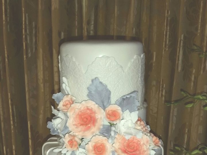 Tmx 1534453252 2967174f1e92cafe 1534453250 B0de9bade0c800c4 1534453251702 2 Coral And Gray Flo Orlando, FL wedding cake