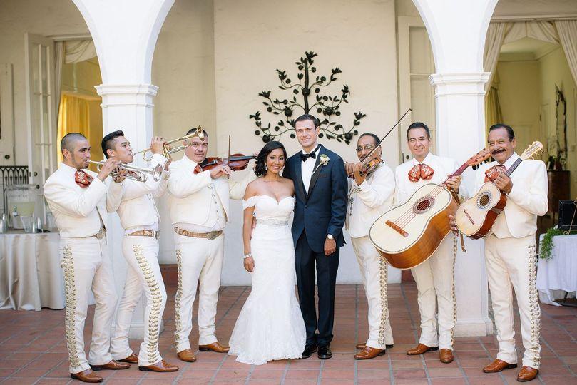darlington house wedding couple mariachi
