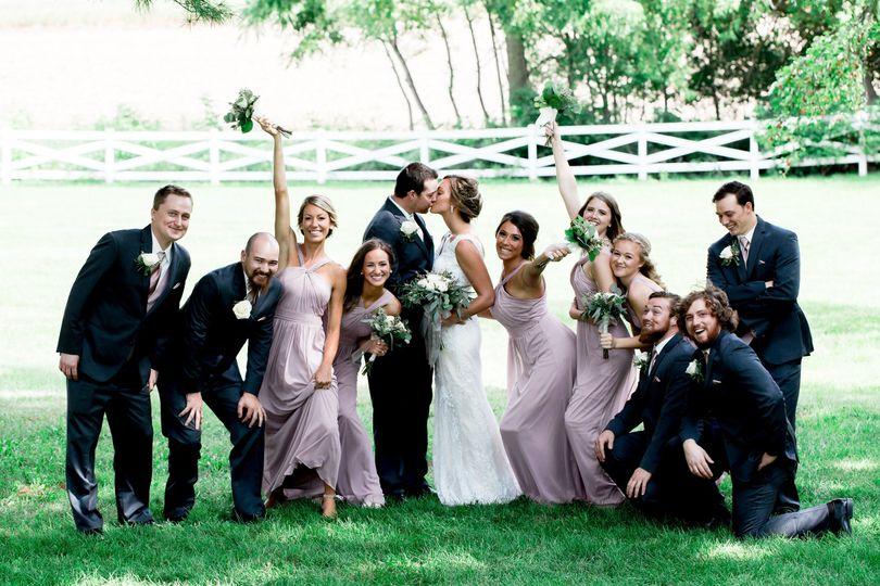 A jubilant wedding party(Lauren Marie)