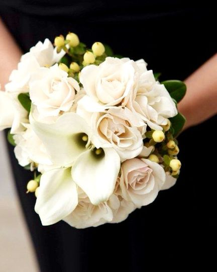 White bell flowers and roses