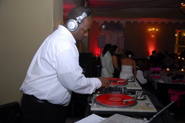 Jeff/DEEJAY 007 deep in the mix at the Cherry Hill, New Jersey Hilton for a AWESOME wedding...