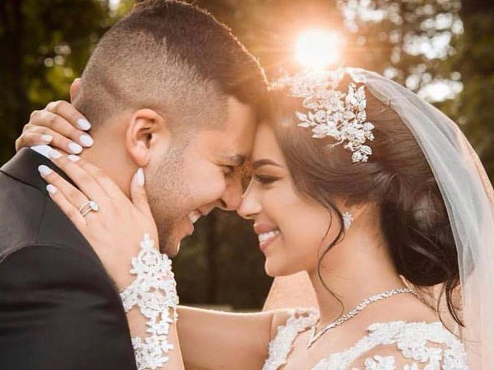 Tmx 49165611 10155908393228344 580364044351832064 N 51 3905 New York, New York wedding dress