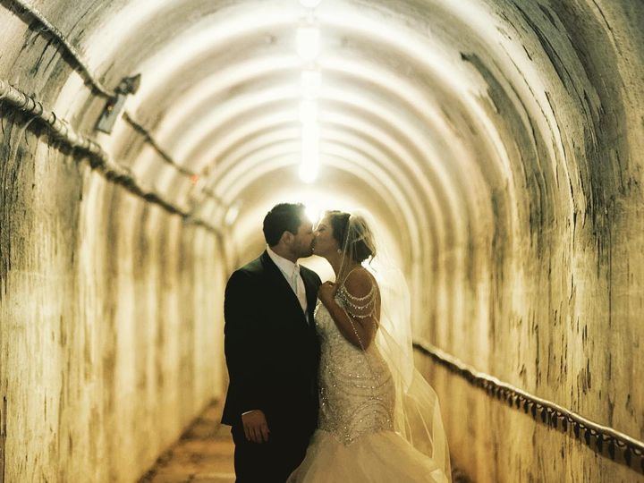 Tmx 49206113 10155912808058344 8937939471119155200 O 51 3905 New York, New York wedding dress