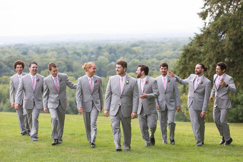 39c3c4334f048f2e 1536375570 18e23dd0797bf407 1536375569853 4 groomsmen wedding