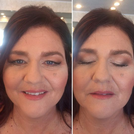 Soft make up on the mother of the groom