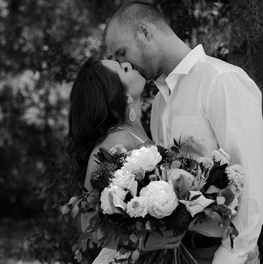 A kiss - Blak & Tammy Photography