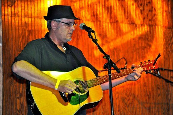 A solo performance at he Capital Ale House, Richmond, Virginia 2009