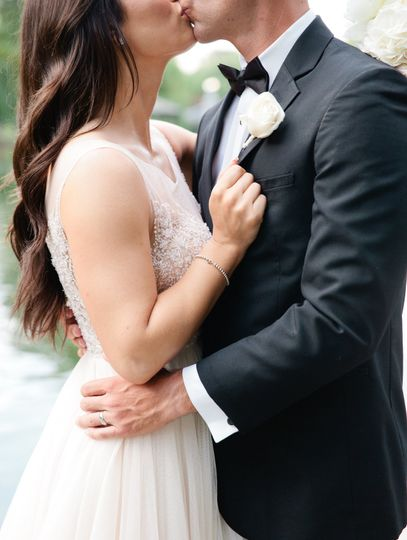 Newlyweds kissing | Carly Michelle Photography