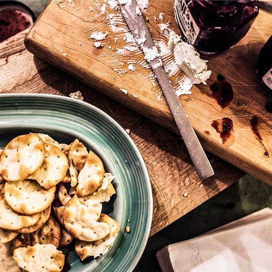 Cheese w/ crackers & fresh jam