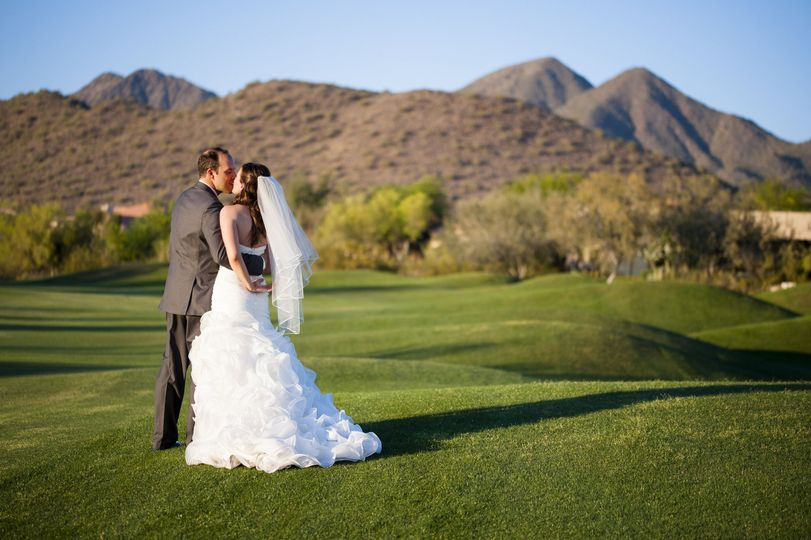 Couple kissing - photo by drew brasler photography