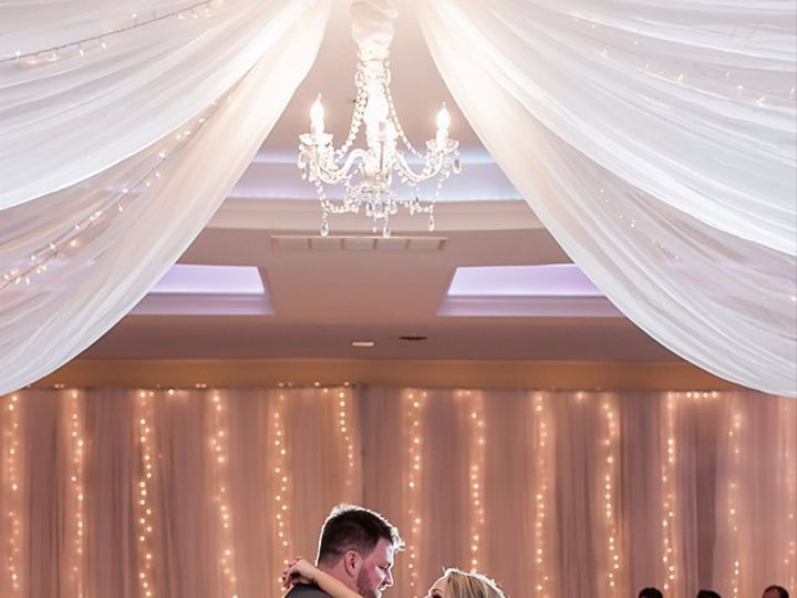 Tmx Hayley And Nate Inman 2 With Kelsey Zwicker Photography 51 172415 157652369125875 Bettendorf, IA wedding dj