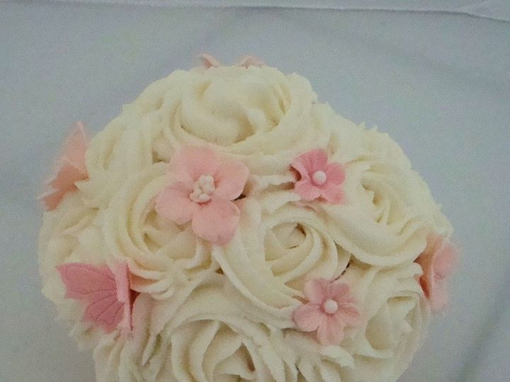 Tmx 1377799598536 White Roses Surry wedding cake