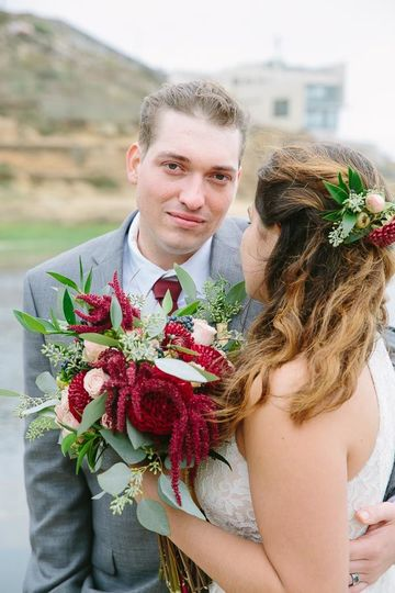 Flower hair comb and matching bouquet