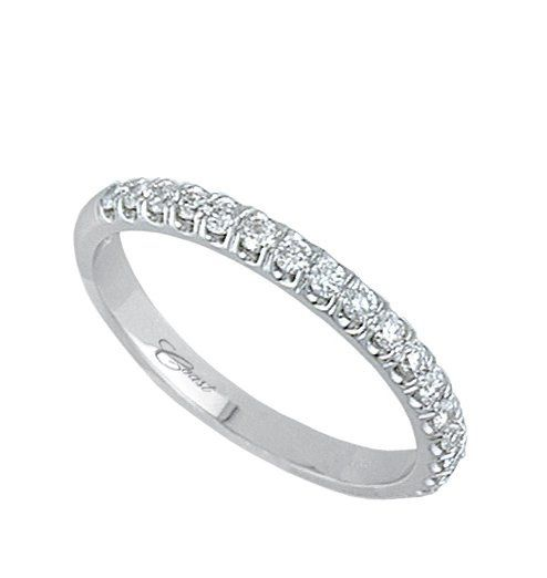 Simple studded band