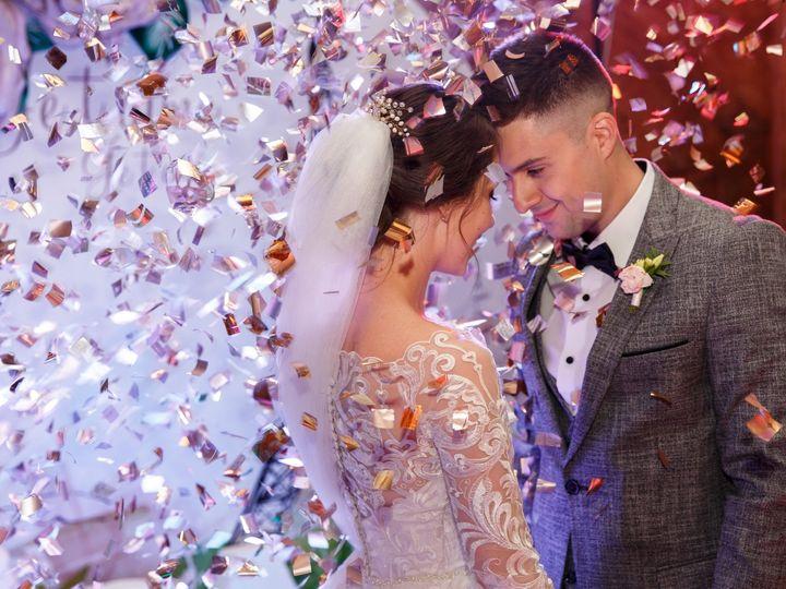 Tmx Bride With Groom 1st Dance Confetti Can Use Jpg 51 1888515 1572907177 Warren, OH wedding dj