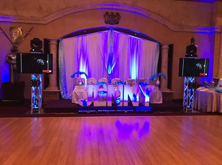 Head table with uplighting