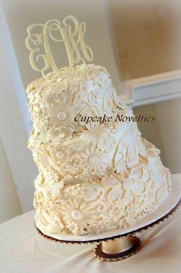 vintage ivory wedding cake cupcake noveltie
