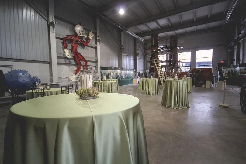 Hall of Giants ReceptionPhoto by: Cambria CreativeDesign by: the bride