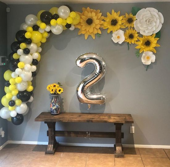 Paper flowers in balloons arch