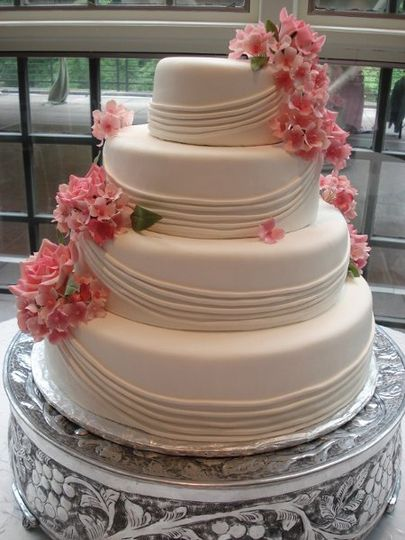 4-tier wedding cake with lining and flowers