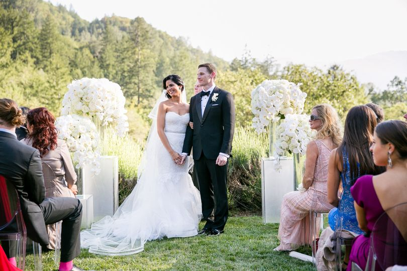 Elegant modern white ceremony flowers