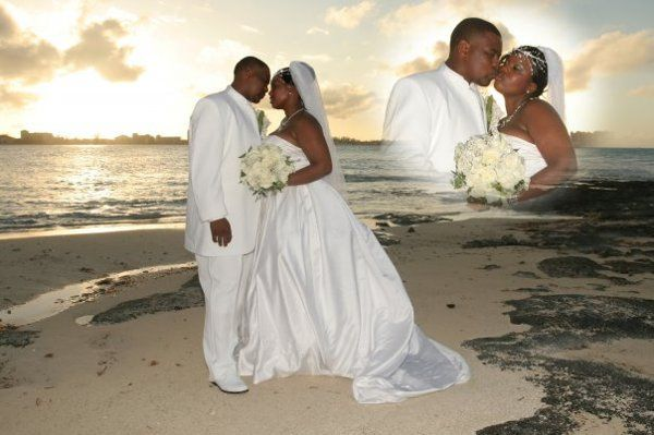 Detra and Whoo's wedding photos were taken on the beach in the Bahamas