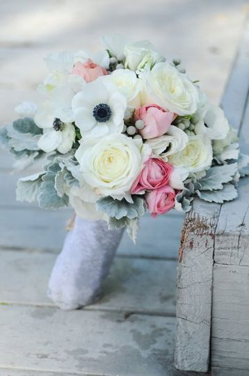 white and pink bouquet