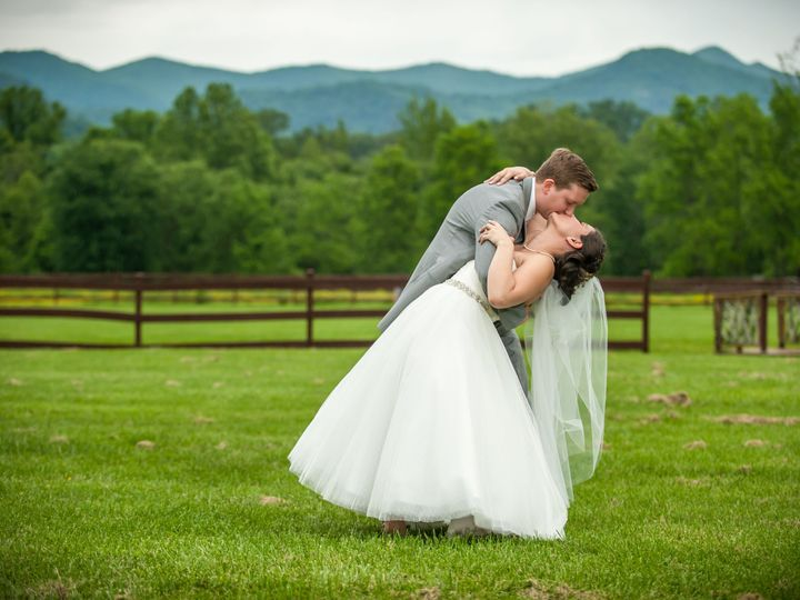 Tmx 1516069306 0599a1e2f6f62d06 1516069303 B8688f55409f5bed 1516069295958 13 Wedding Photo 4 Asheville, NC wedding venue
