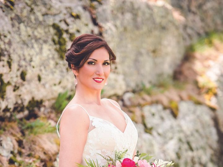 Tmx Nhmag 8 Of 30 1 51 1452815 159838938649110 Dover, NH wedding beauty