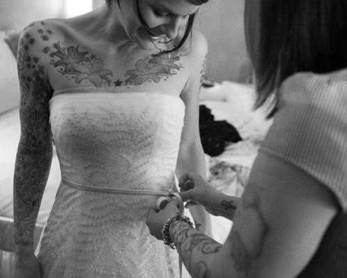 A lovely, simple wedding dress! Simple is good!!!