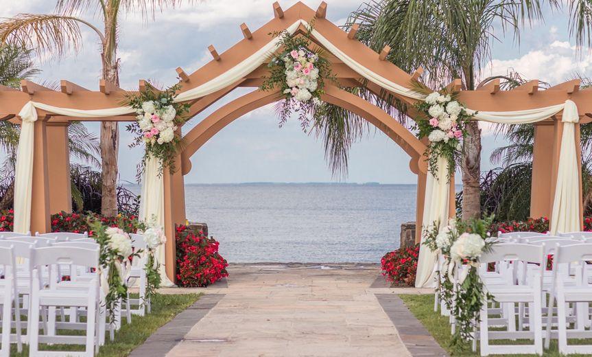 An elegant arch display