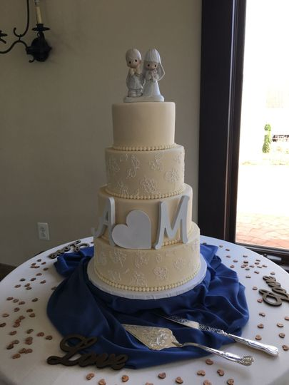 Wedding cake with figurines on top