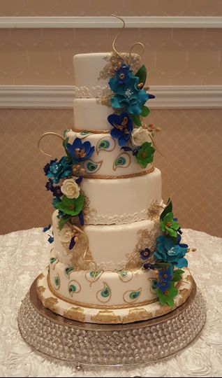 Peacock theme wedding with hand-crafted sugar flowers
