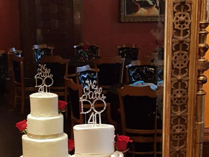 Tmx 1538662129 C70c09eb8a554fb7 1538662127 648200f7fc75f3bc 1538662131895 18 Diane Orlando, Florida wedding cake