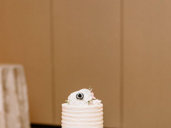 Tmx 1538662837 Cf1bf70e4473886c 1538662834 166cb12c1dca6fb9 1538662836890 46 Carson   Oliver C Orlando, Florida wedding cake